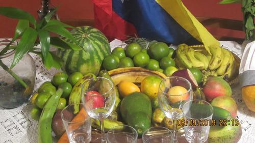 arreglo de los frutos del reino vegetal con estilo gourmet