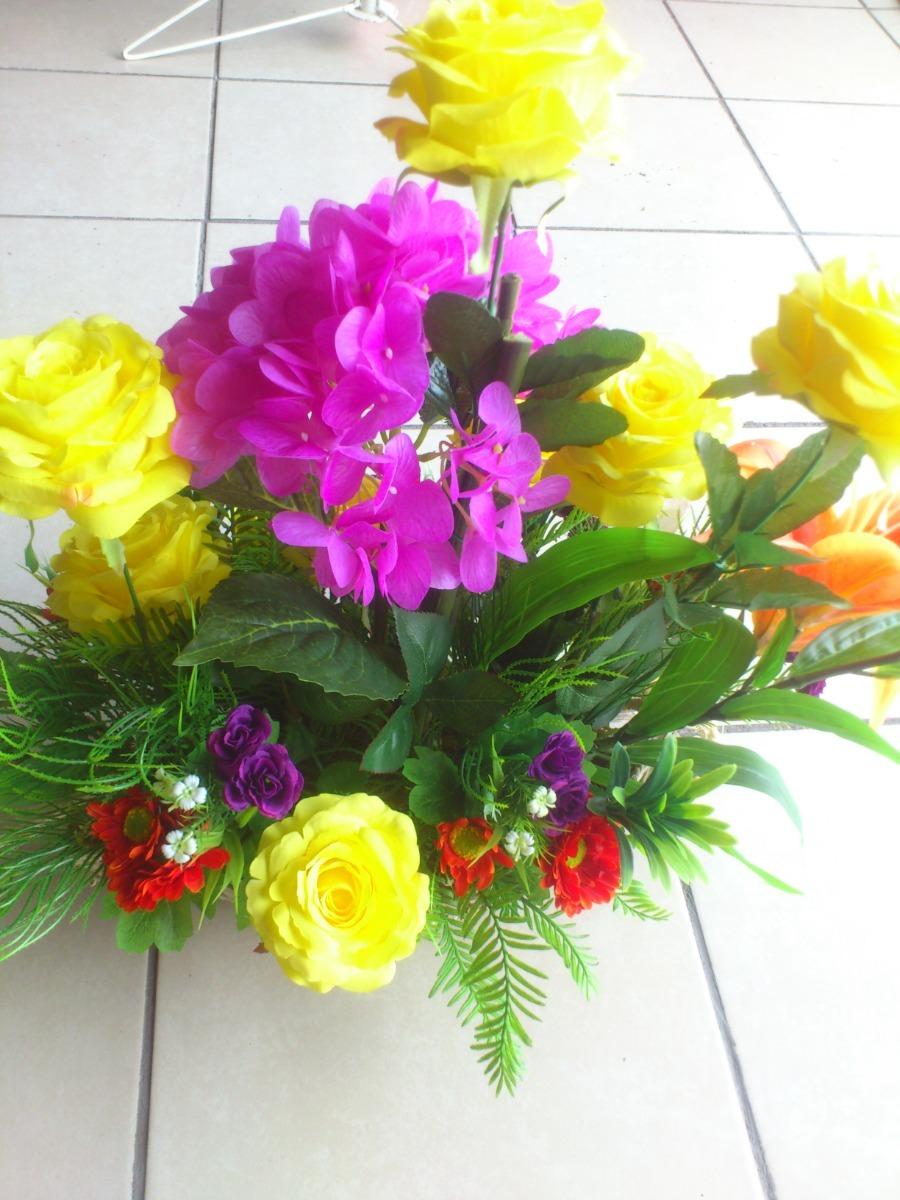Arreglo Floral Canoa De Hortensias Y Rosas