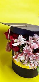 Arreglo Floral De Graduación Con 50 Rosas Envíos Cdmx