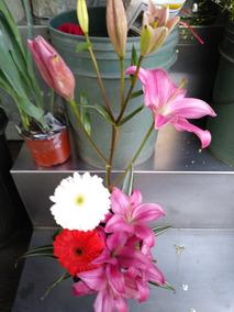 Arreglo Floral Lilies Y Gerberas Base Cristal