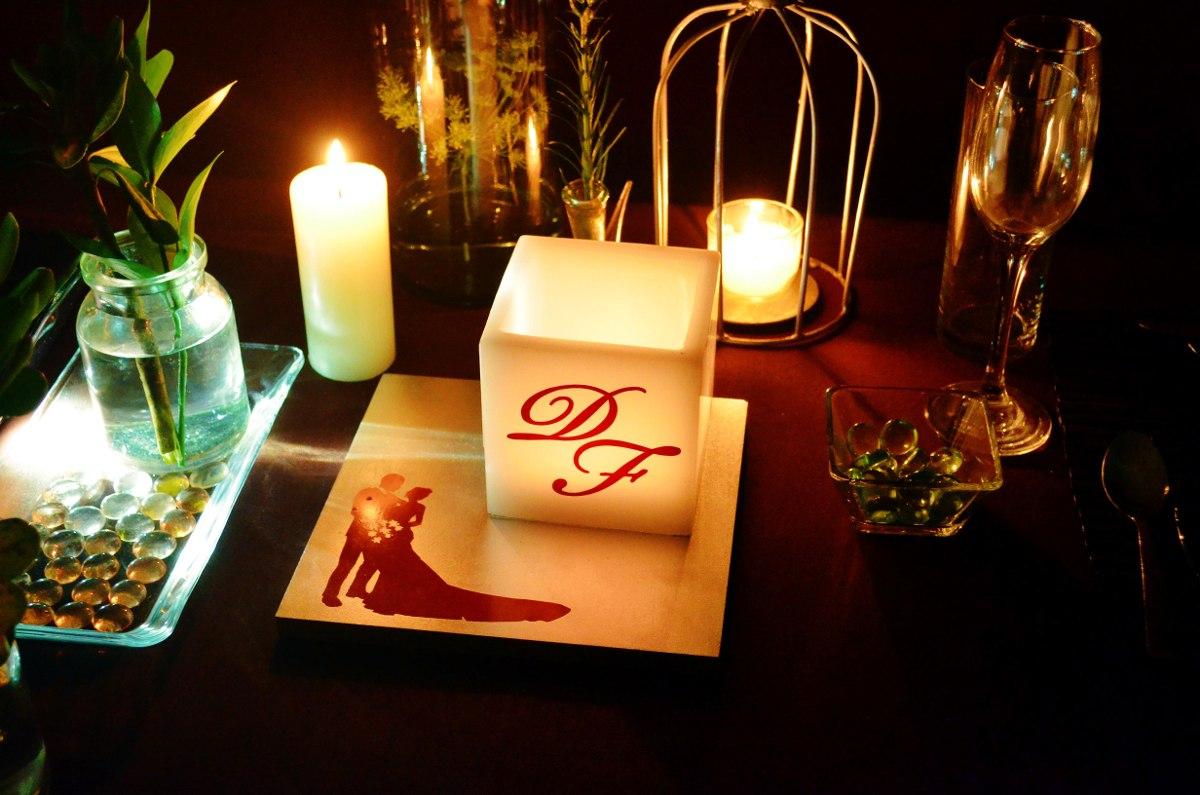 Arreglo para mesa de boda en tonos plata y rojo aluzza for Arreglos para mesa para boda