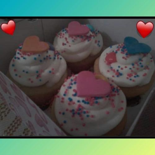 arreglos de golosinas y cupcakes