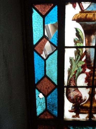 arreglos de  vitrales ,  cristales  y espejos  decorados.