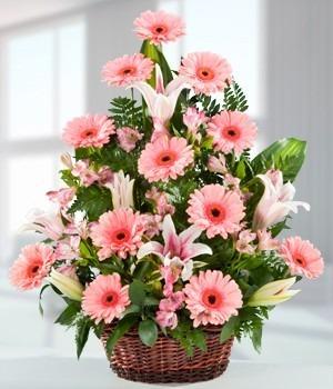Arreglos florales canastas flores rosas tulipanes s for Como hacer adornos con plantas artificiales