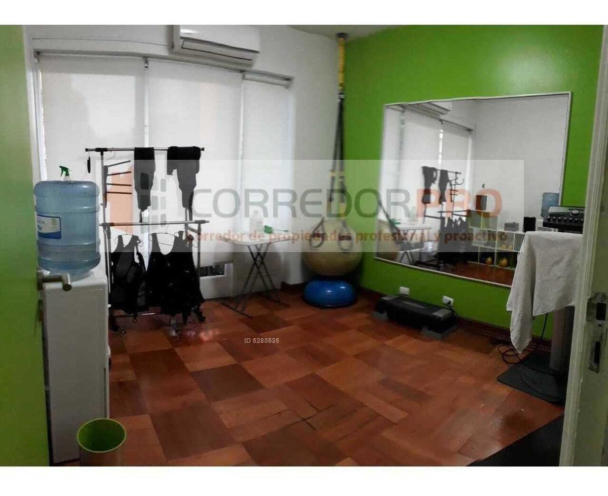 arriendo amplio departamento apto para oficinas. 3d + 2b en pleno centro de santiago.