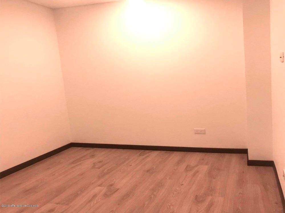 arriendo apartamento en chico navarra mls 20-331 fr