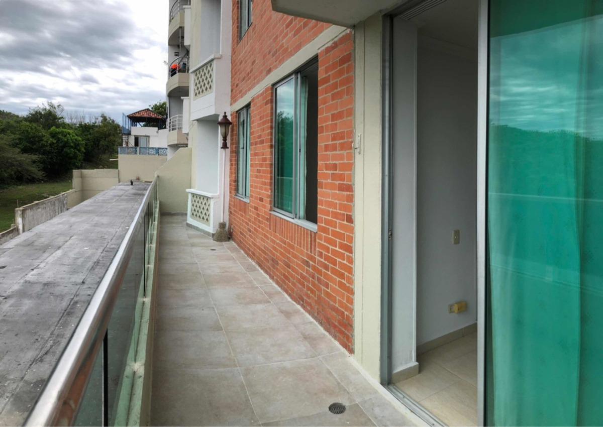 arriendo de apto 100m2. con 4 dormitorios, 2 baños y terraza