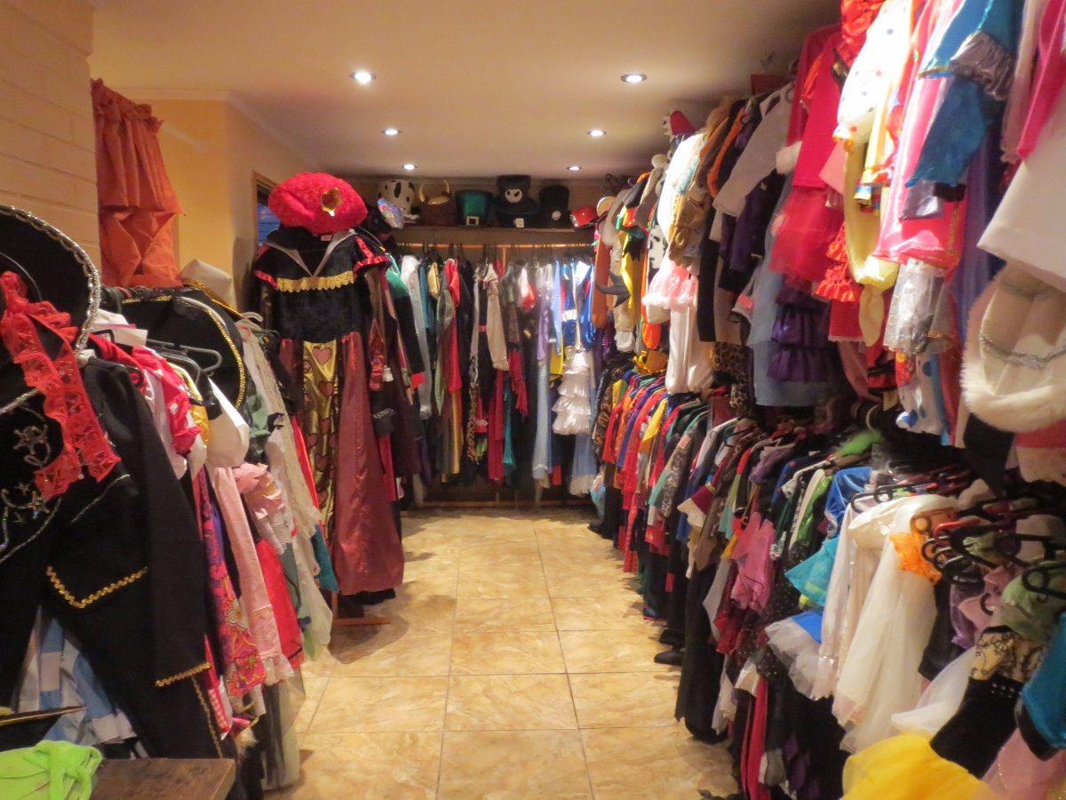 Libro adulto f calle de la tienda - La casa de los disfraces sevilla montesierra ...