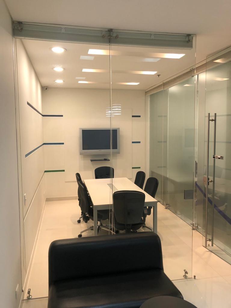 arriendo espectacular oficina en el mejor edificio chico aaa