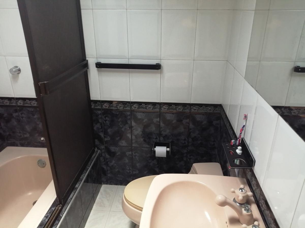 arriendo habitación amoblada con baño privado. persona sola