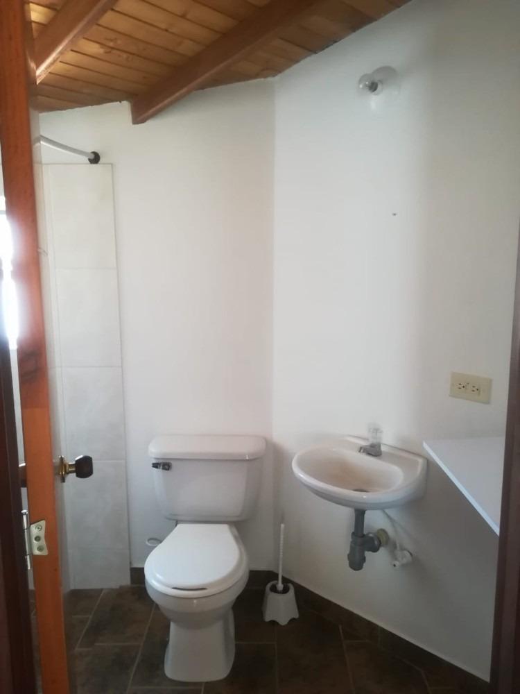 arriendo habitacion con baño privado en marinilla. persona s