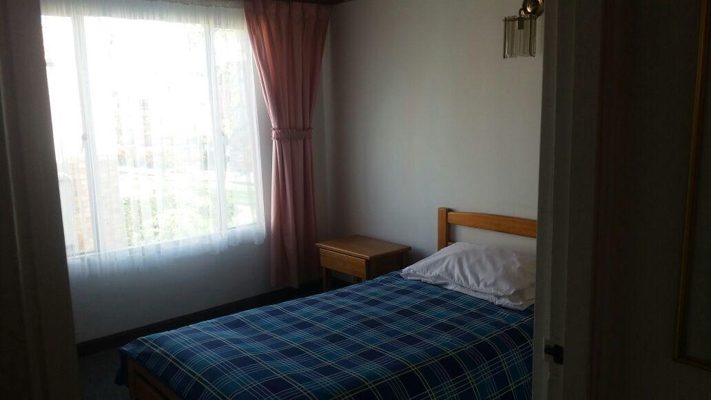 arriendo habitacion niza 127 + baño + servicios + internet