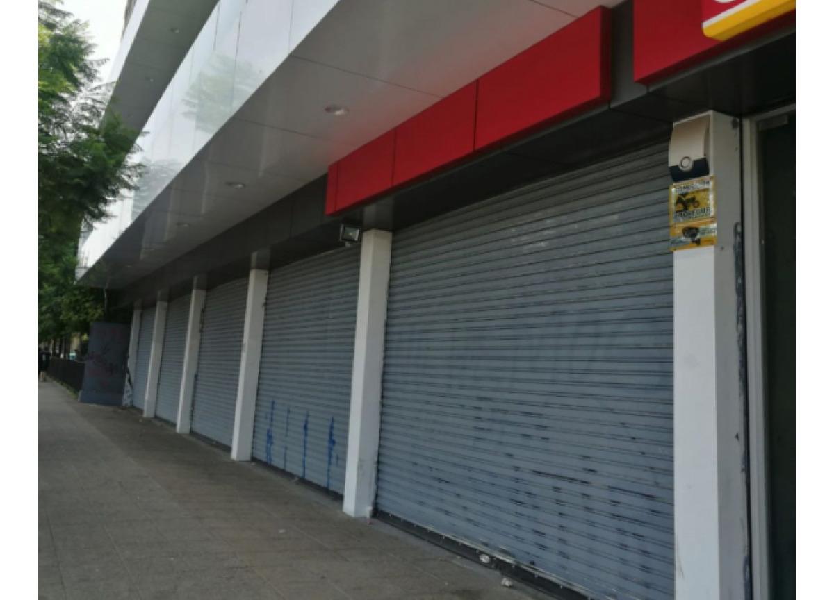 arriendo local comercial - strip center, santiago centro - 74m2