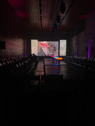 arriendo pantalla led gigante , audio e iluminación prof.