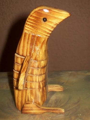 arte madera - pinguino  con movimiento 18cm