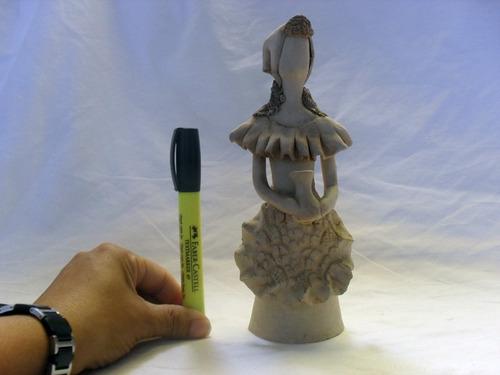 artesanía en gres. hermosa muñequita con bellos acabados