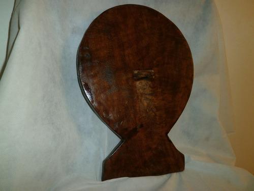 artesanía en madera tallada  misión naciones unidas colorida