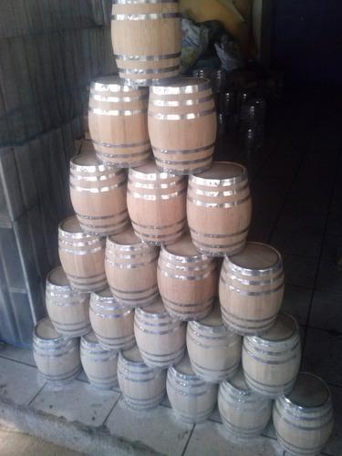 artesanias, barriles y muebles de barril.