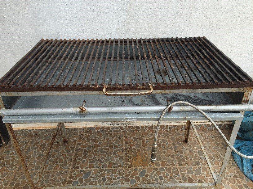 Asador para carnes opera con carbon y gas lp 1 - Parrillas para asar carne ...