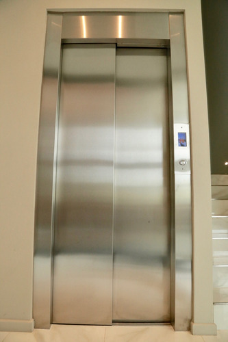 ascensor electromecánico 8 paradas 450kg instalado