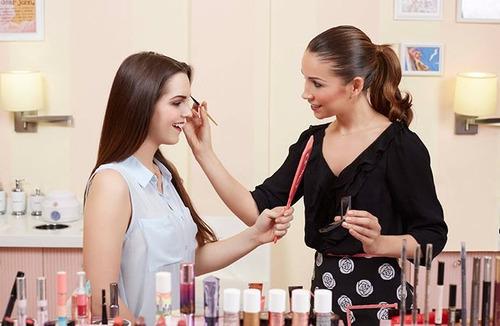 asesoras comerciales de belleza y servicio al cliente
