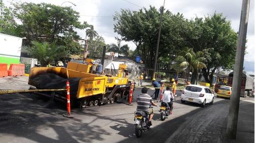 asfaltadora-pavimentadora.finisher-en muy buenas condiciones