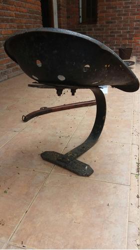 asiento de tractor antiguo