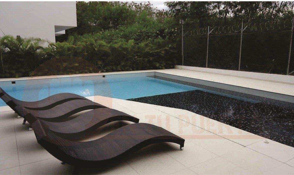 Asoleadora para piscina o terraza moderna en for Piscinas desmontables para terrazas