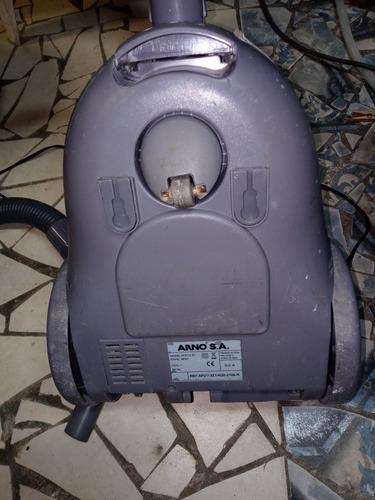 aspirador de pó usado mais está bem conservado