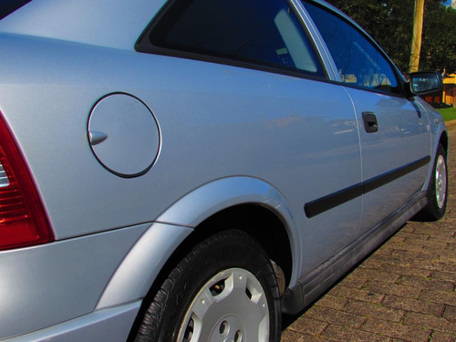 astra hatch gl 1.8 2001 vendido 70.000 km pint. original.