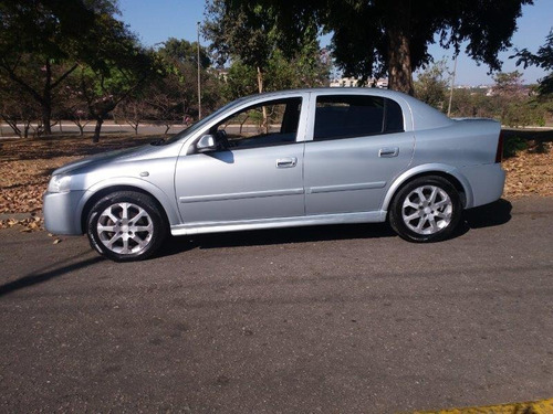 astra sedan 2.0 advantage 2011