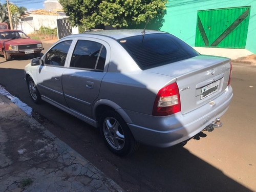 astra sedan expression 2.0 8v 4p 02/02 original gasolina
