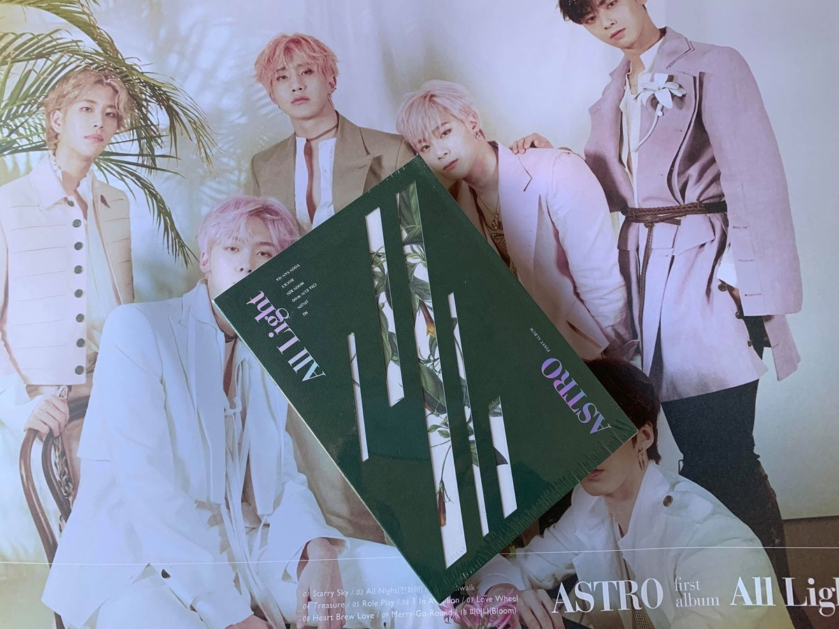 Astro - All Light Green Version + Poster Original