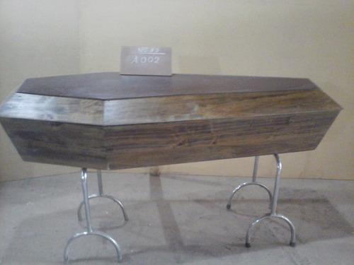 ataúdes de madera en álamo,guayca, cedro en blanco con fondo