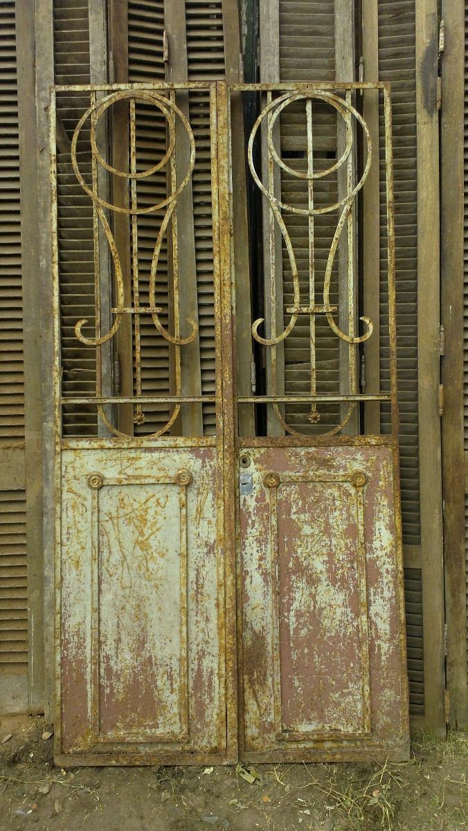 Puertas de entrada de hierro good puerta cancela de hojas for Puertas de entrada de hierro