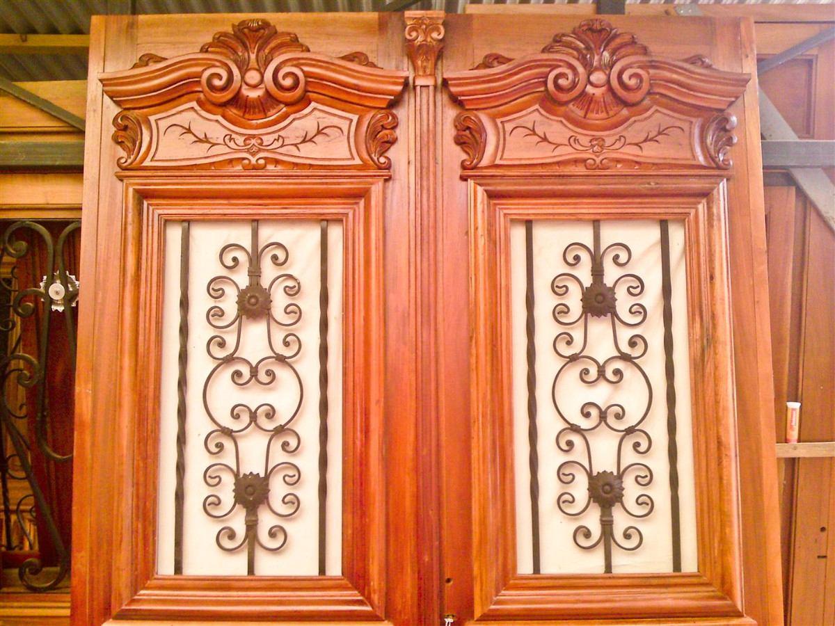 Puertas de entrada antiguas puerta de entrada de cedro for Puertas de entrada de madera antiguas