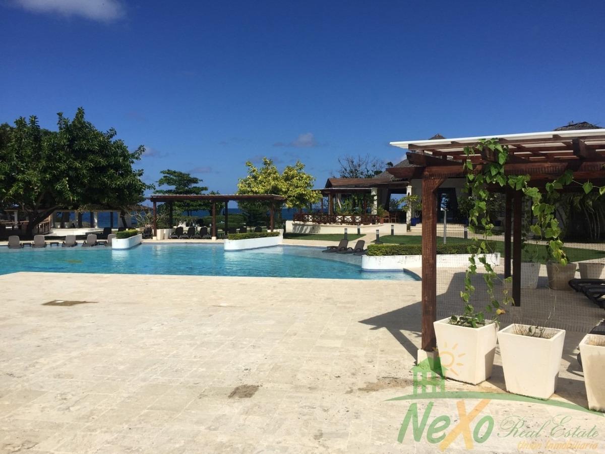 atractiva villa a orillas de la playa en sosua (eac-180 a)