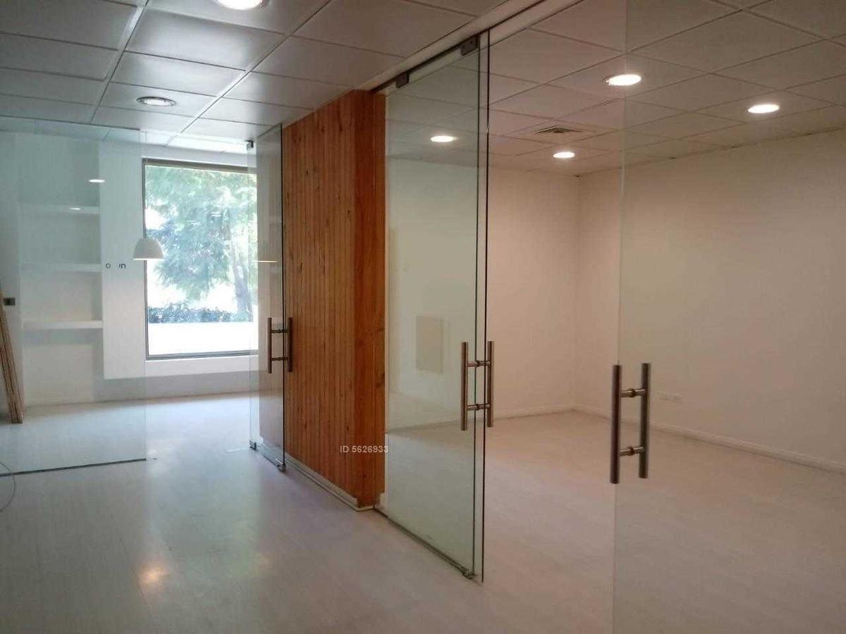 atractiva y moderna oficina