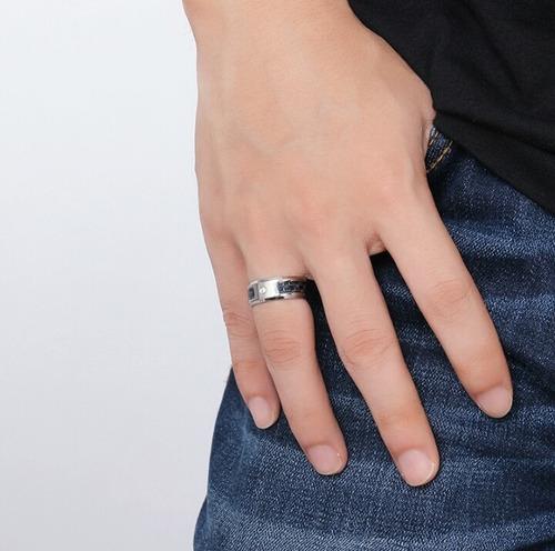 atractivo anillo acero inoxidable y fibra de carbono hombre!