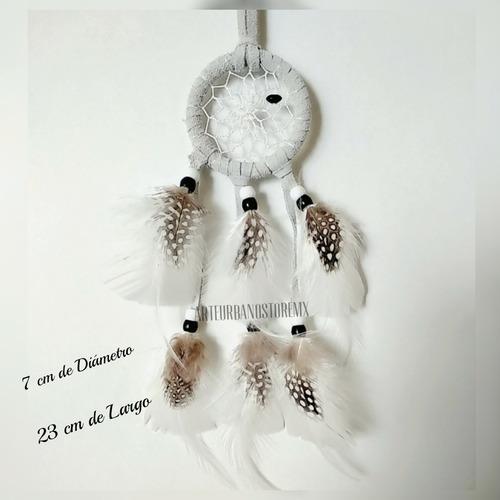 atrapasueño con plumas exóticas