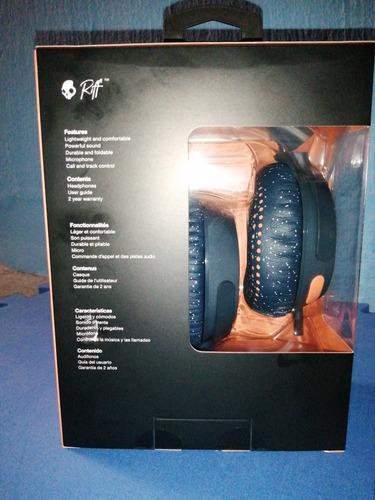 audífonos inalambricos de la marca skullcandy, color azul.