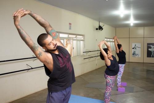 aulas particulares de yoga acompanhadas por vídeo