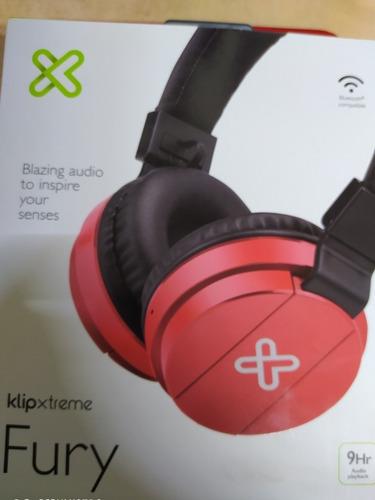 auriculares rojos de diadema bluetooth.