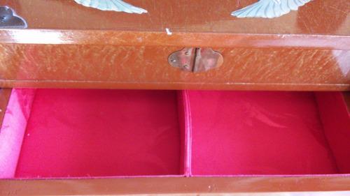 auténtico joyero chino en madera, bronce y seda roja. nuevo