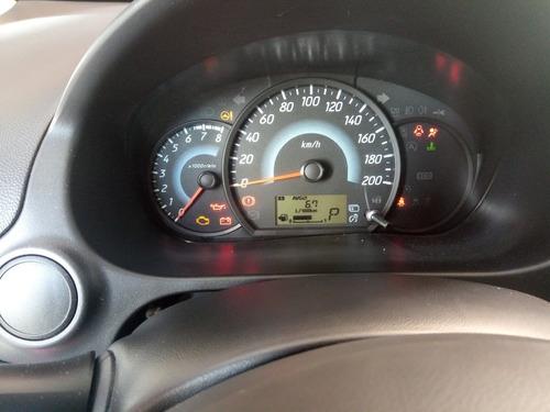auto de gran ahorro de gasolina  muy bien conservado