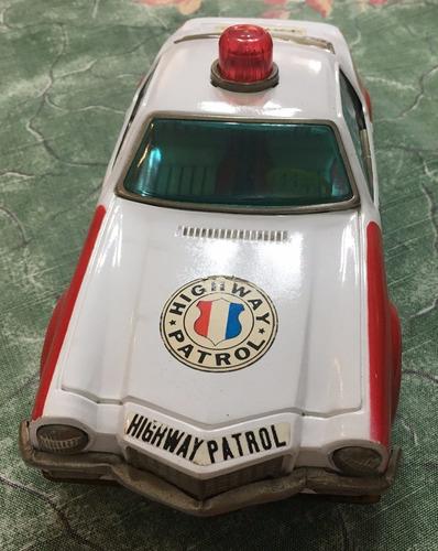 auto de policia antiguo con pilas decada del 80