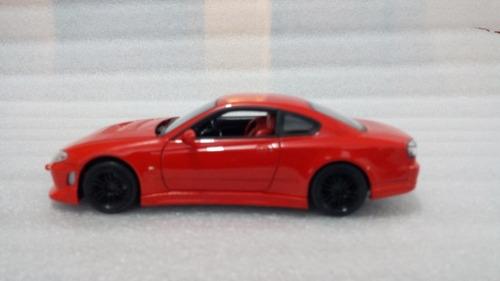 auto deportivo nissan s15 rojo a escala 1:24, 18cms de largo
