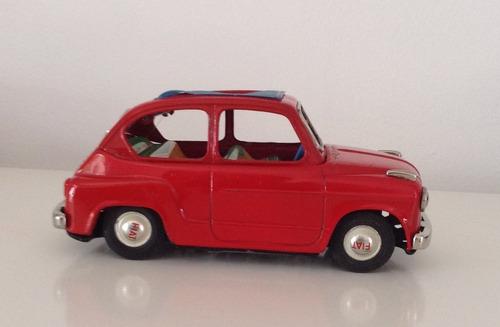 auto fiat 600 color rojo con rag azul de fricción de bandai