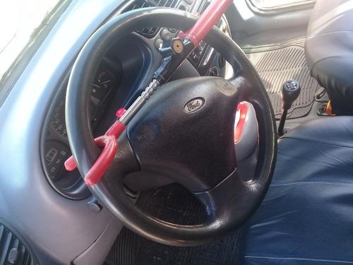 auto ford fiesta año 2000