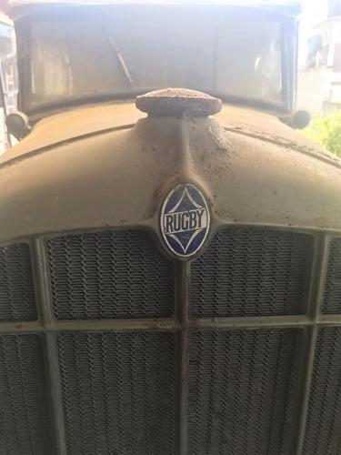 auto rugby de colección para restaurar